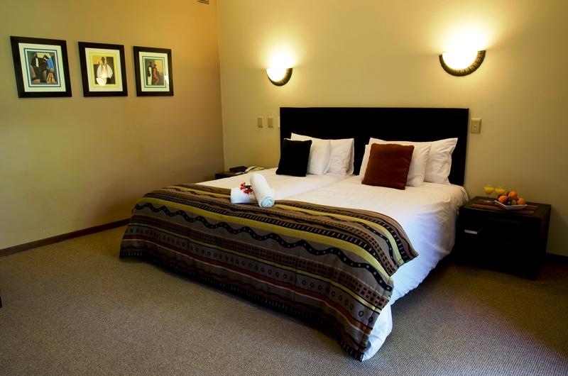Südafrika - Gästezimmer mit großem Doppelbett